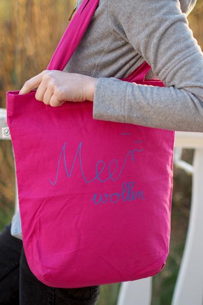 Mimmi Meer wollen pink blau Schriftzug